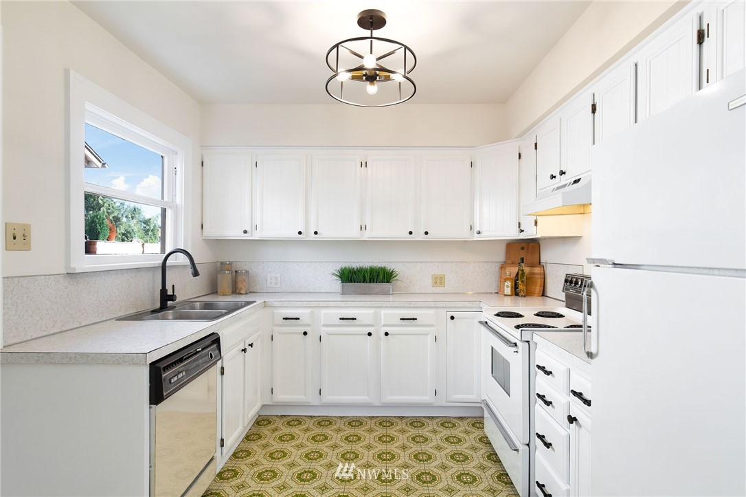 Sold Property | 7740 17th Avenue NE Seattle, WA 98115 8
