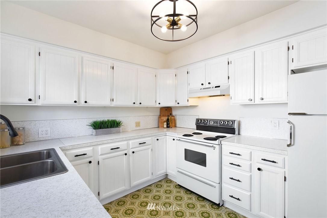 Sold Property | 7740 17th Avenue NE Seattle, WA 98115 9
