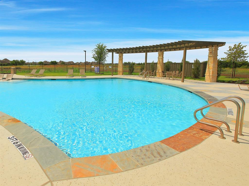 Active | 208 Henly Drive Fort Worth, Texas 76131 27