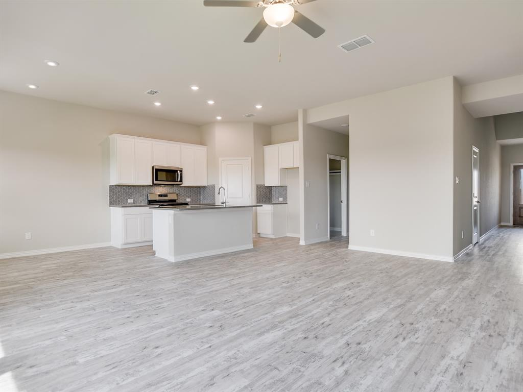 Active | 208 Henly Drive Fort Worth, Texas 76131 2