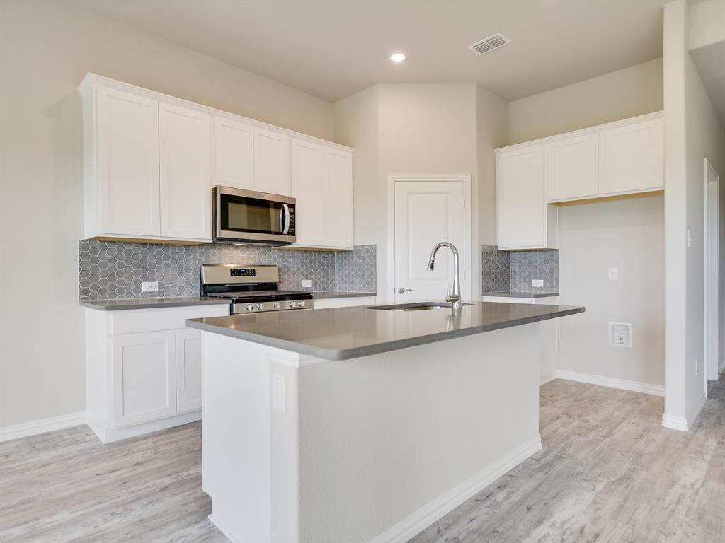Active | 208 Henly Drive Fort Worth, Texas 76131 5