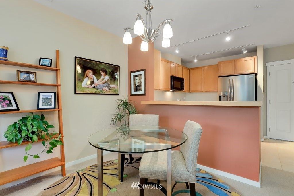 Sold Property   2901 NE Blakeley Street #404 Seattle, WA 98105 9