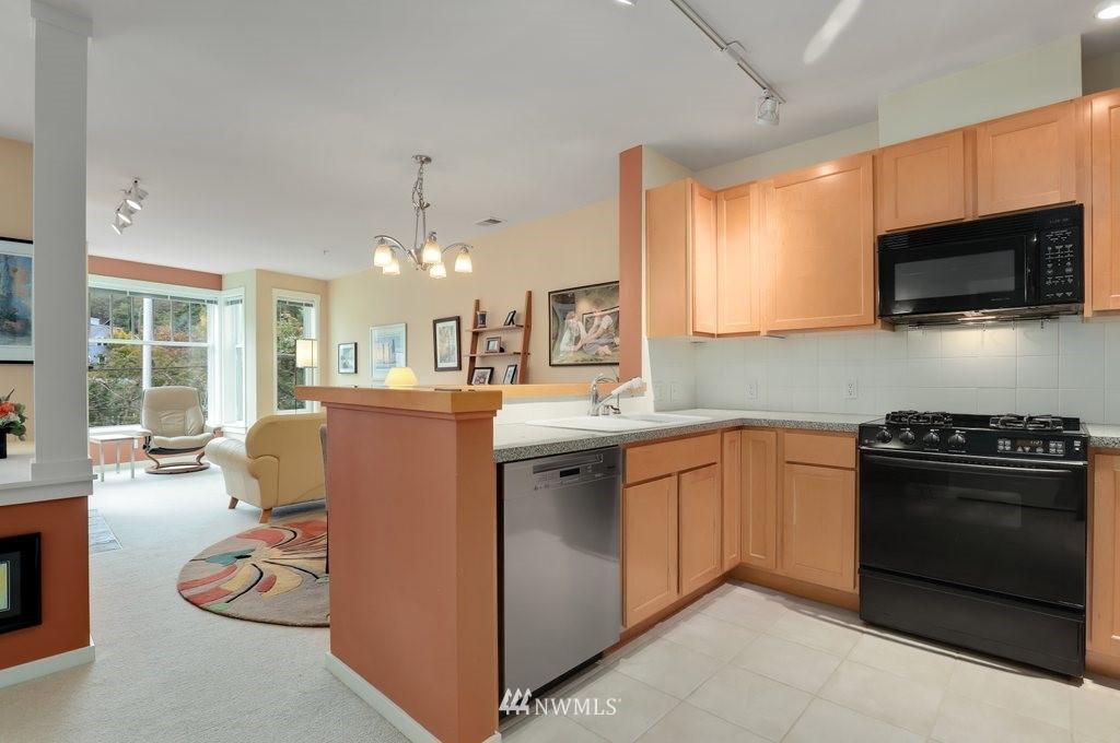 Sold Property   2901 NE Blakeley Street #404 Seattle, WA 98105 10