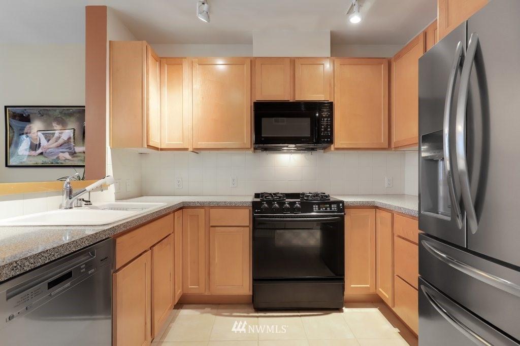 Sold Property   2901 NE Blakeley Street #404 Seattle, WA 98105 11