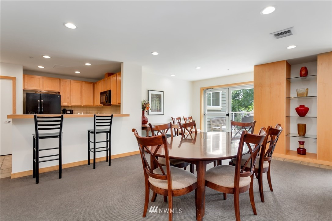 Sold Property   2901 NE Blakeley Street #404 Seattle, WA 98105 25