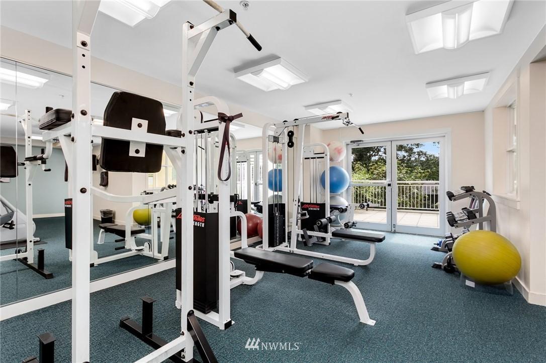 Sold Property   2901 NE Blakeley Street #404 Seattle, WA 98105 26