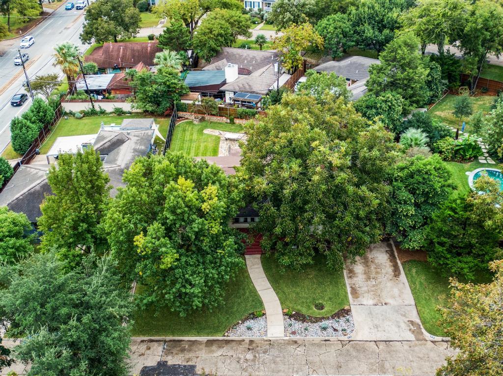 Sold Property   810 W Greenbriar Lane Dallas, Texas 75208 9