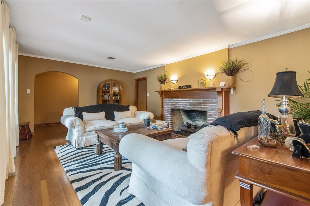 Sold Property   810 W Greenbriar Lane Dallas, Texas 75208 10