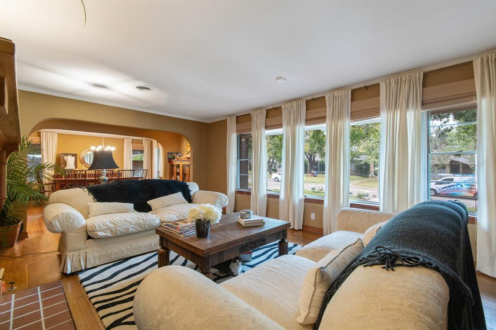 Sold Property   810 W Greenbriar Lane Dallas, Texas 75208 12