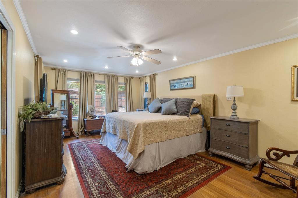 Sold Property   810 W Greenbriar Lane Dallas, Texas 75208 13