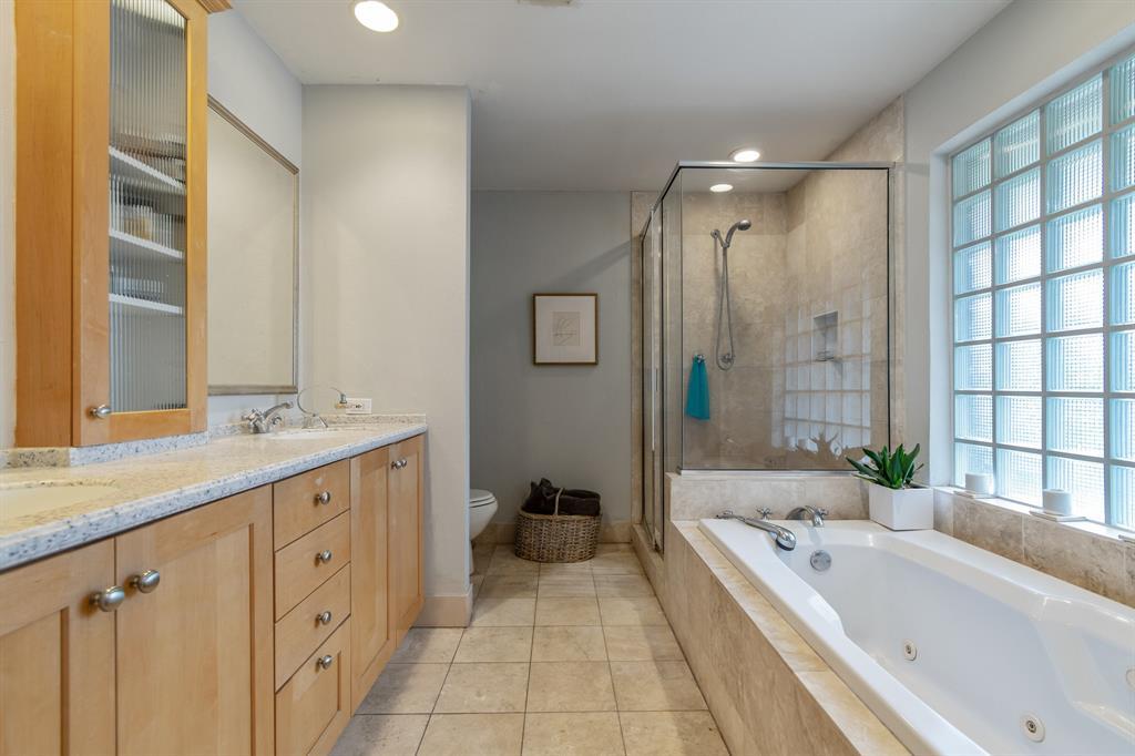 Sold Property   810 W Greenbriar Lane Dallas, Texas 75208 15
