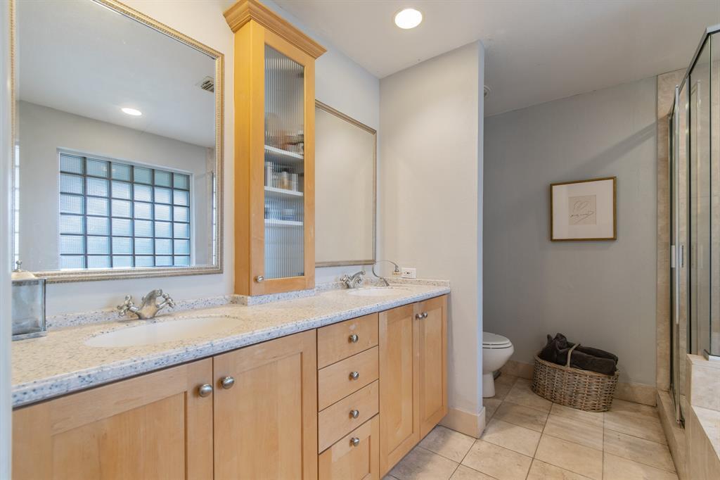 Sold Property   810 W Greenbriar Lane Dallas, Texas 75208 16