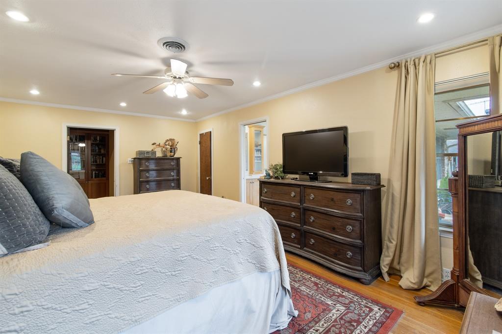 Sold Property   810 W Greenbriar Lane Dallas, Texas 75208 17
