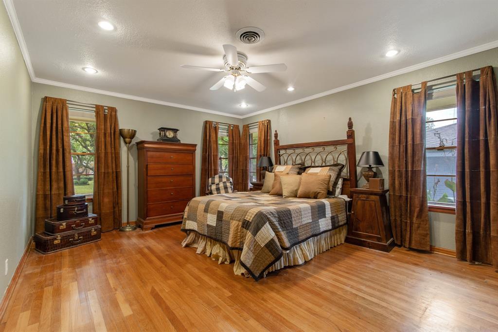 Sold Property   810 W Greenbriar Lane Dallas, Texas 75208 18