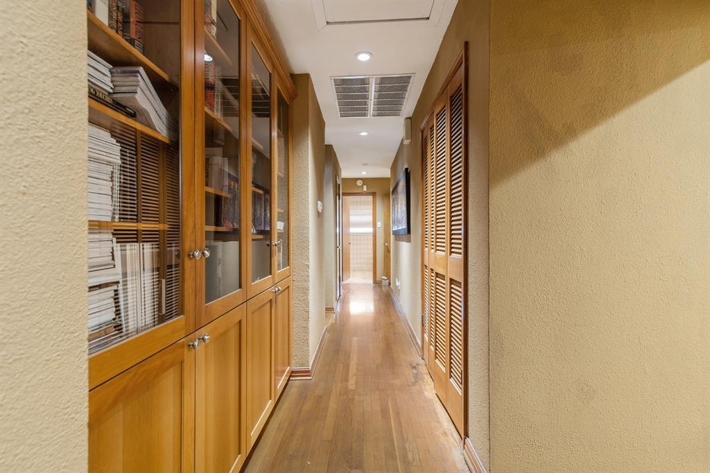 Sold Property   810 W Greenbriar Lane Dallas, Texas 75208 22