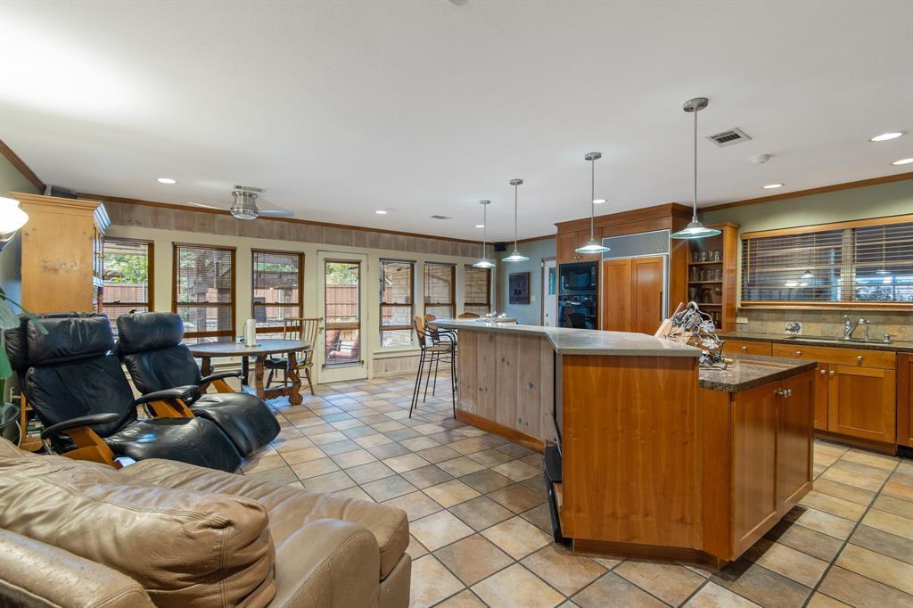 Sold Property   810 W Greenbriar Lane Dallas, Texas 75208 23