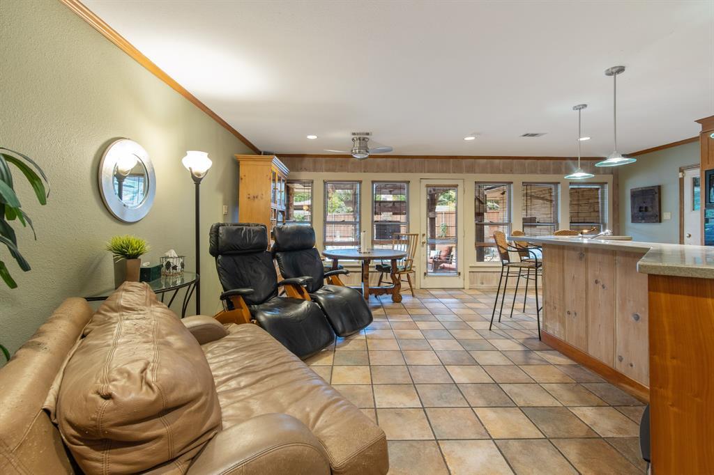 Sold Property   810 W Greenbriar Lane Dallas, Texas 75208 24