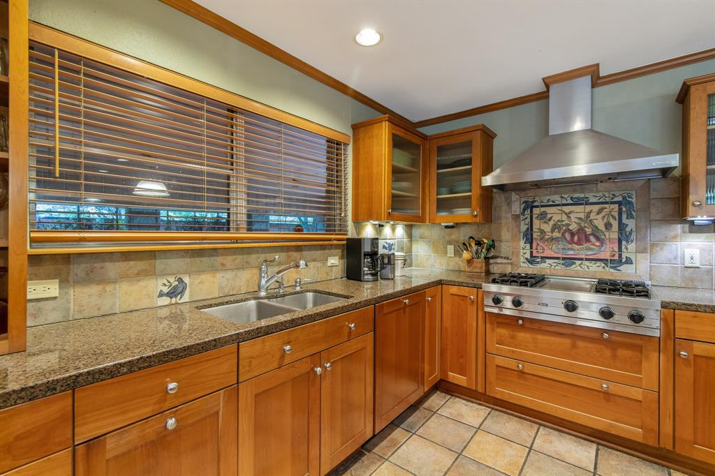 Sold Property   810 W Greenbriar Lane Dallas, Texas 75208 26