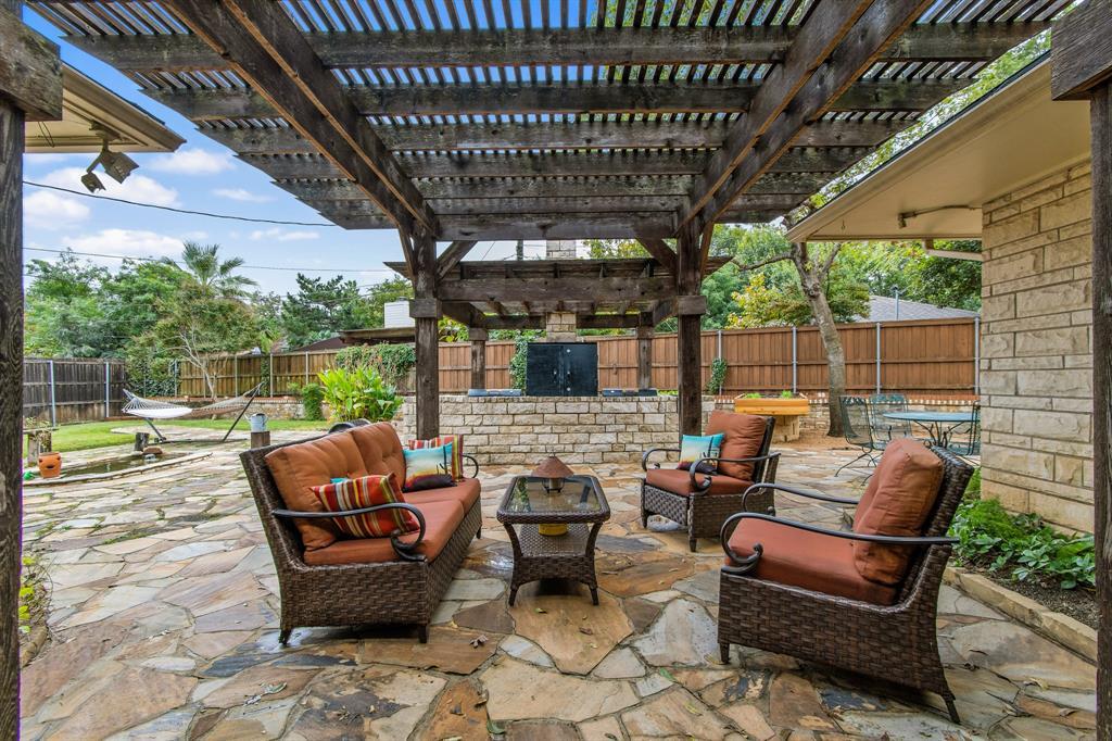 Sold Property   810 W Greenbriar Lane Dallas, Texas 75208 27