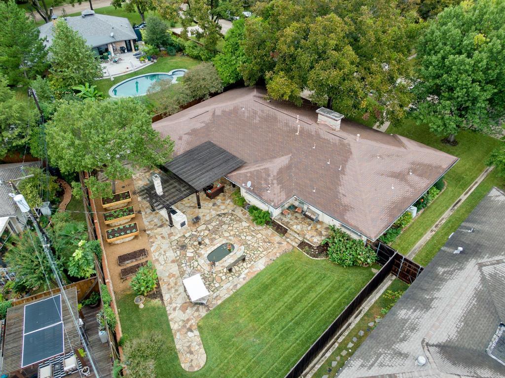 Sold Property   810 W Greenbriar Lane Dallas, Texas 75208 5