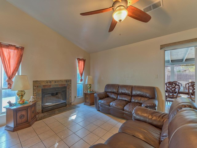Pending   419 Stonewood Drive Los Banos, CA 93635 4
