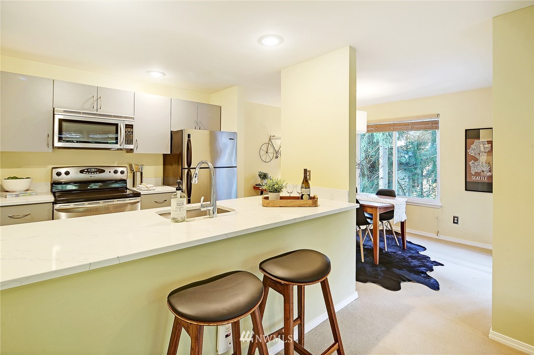 Sold Property | 10329 Meridian Avenue N #B303 Seattle, WA 98133 6