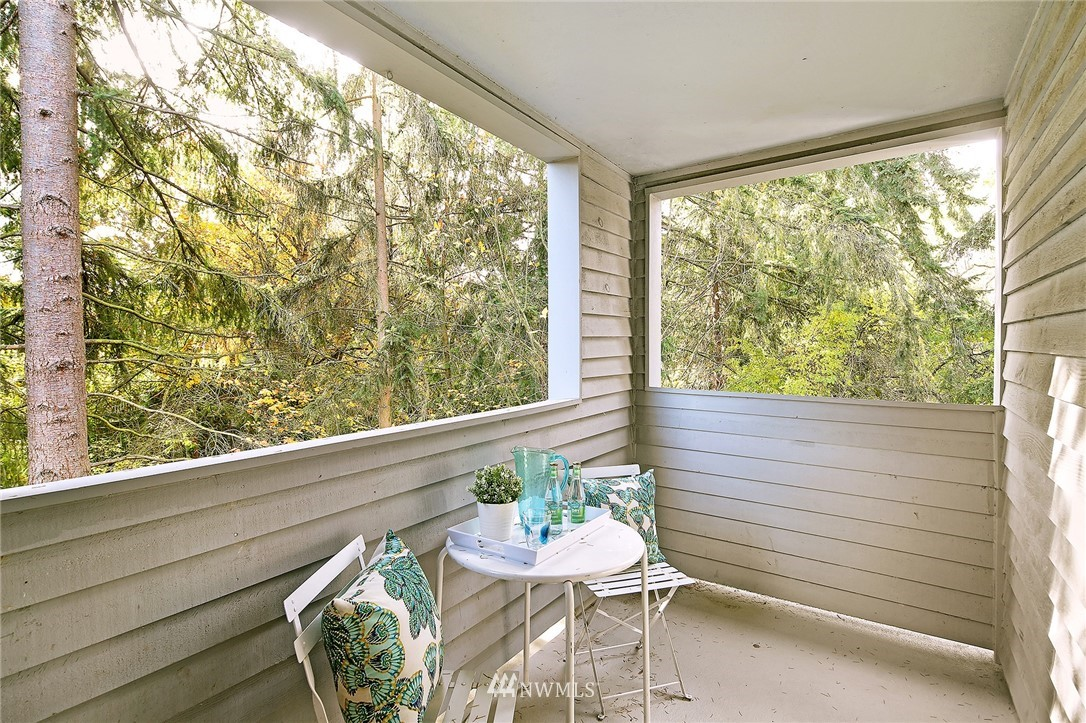 Sold Property | 10329 Meridian Avenue N #B303 Seattle, WA 98133 12
