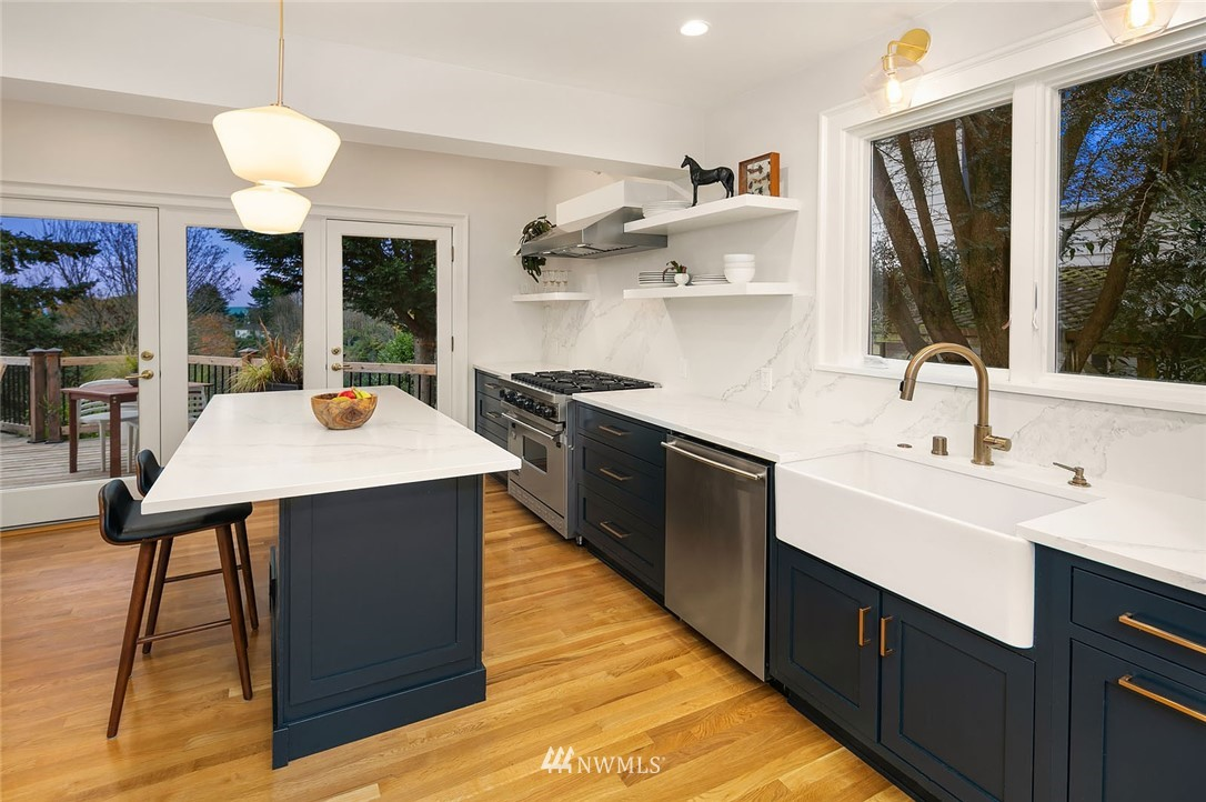 Sold Property | 2546 Warren Avenue N Seattle, WA 98109 8