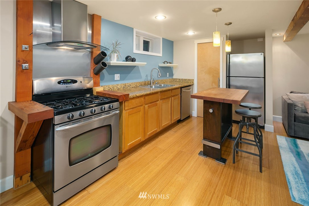 Sold Property | 2546 Warren Avenue N Seattle, WA 98109 17