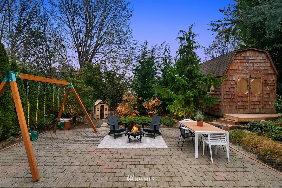 Sold Property | 2546 Warren Avenue N Seattle, WA 98109 32