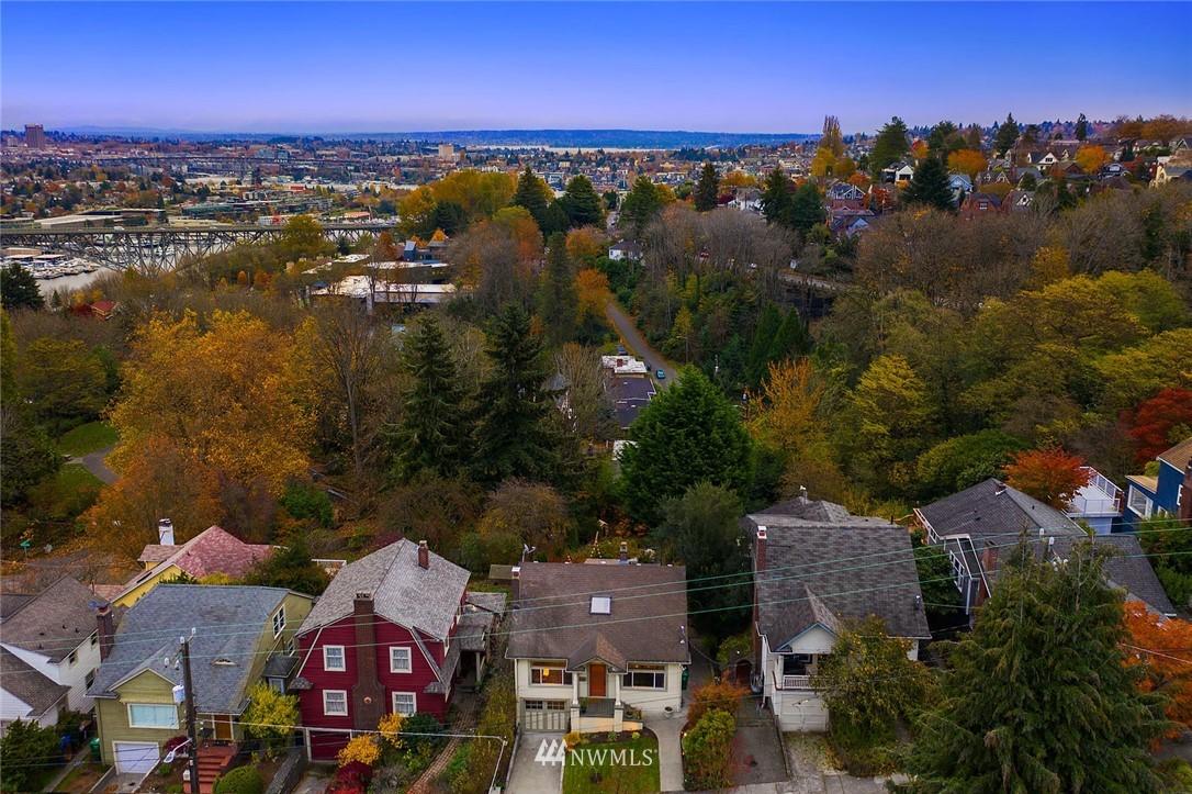Sold Property | 2546 Warren Avenue N Seattle, WA 98109 35