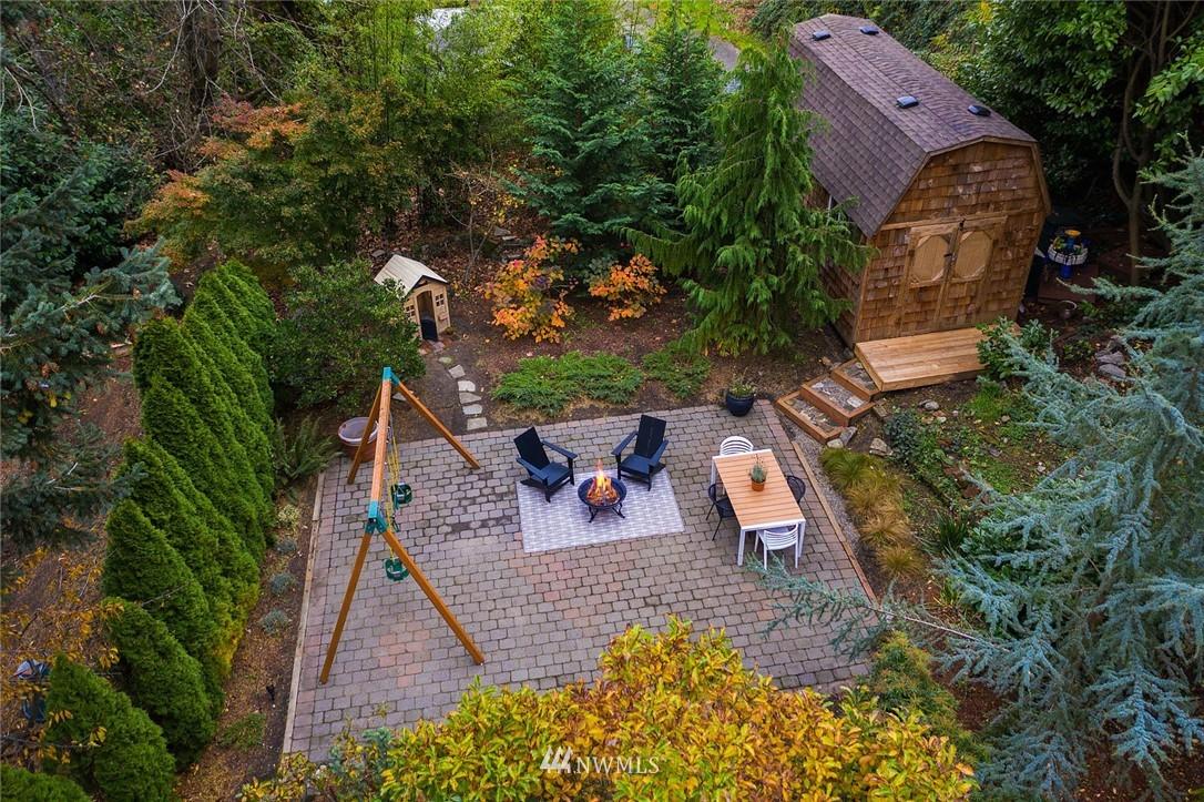 Sold Property | 2546 Warren Avenue N Seattle, WA 98109 34