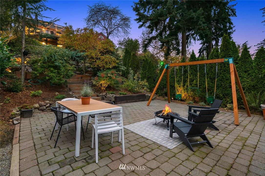 Sold Property | 2546 Warren Avenue N Seattle, WA 98109 33