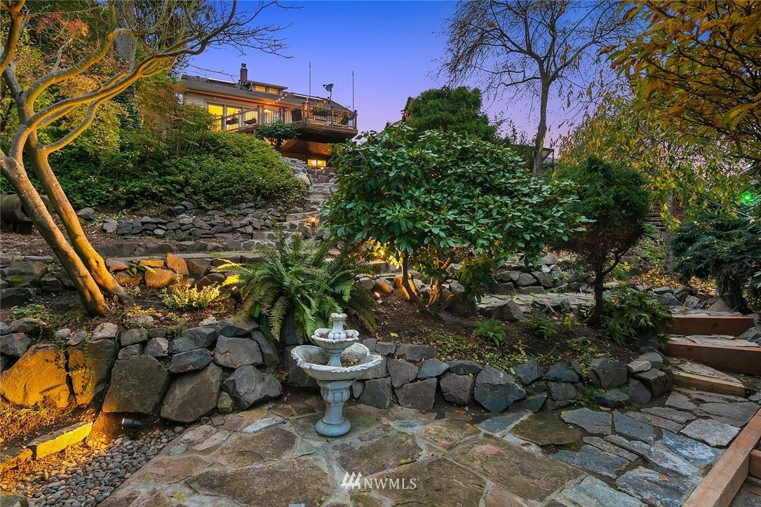 Sold Property | 2546 Warren Avenue N Seattle, WA 98109 31