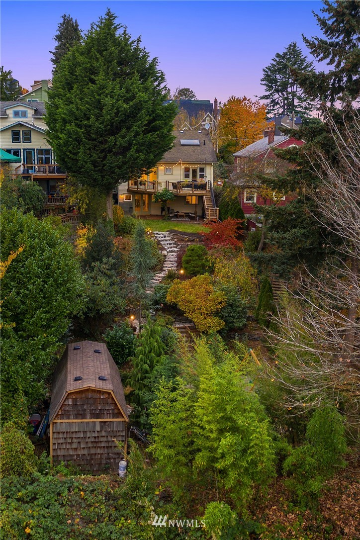 Sold Property | 2546 Warren Avenue N Seattle, WA 98109 29