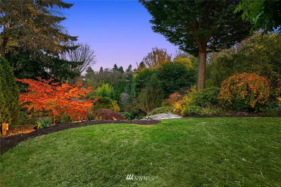Sold Property | 2546 Warren Avenue N Seattle, WA 98109 28