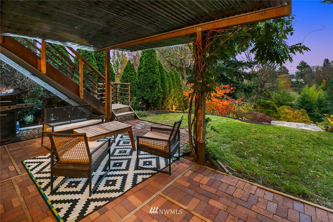 Sold Property | 2546 Warren Avenue N Seattle, WA 98109 27