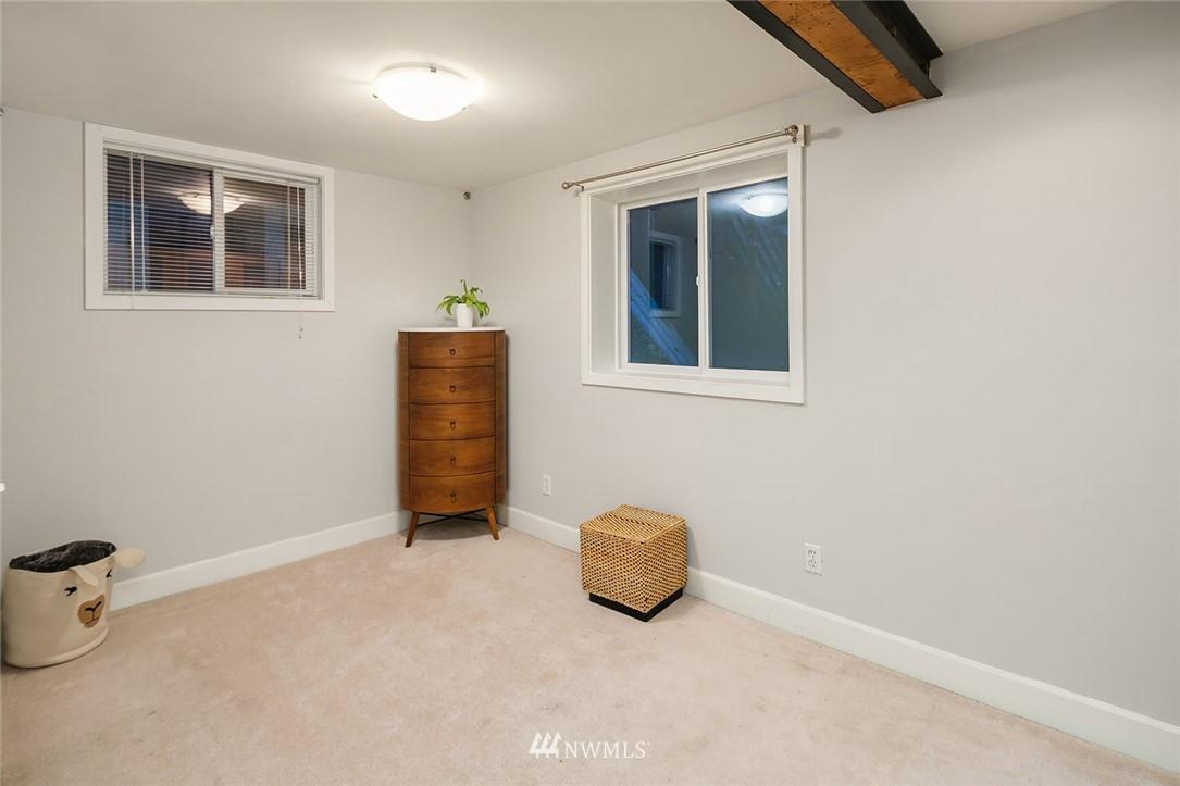 Sold Property | 2546 Warren Avenue N Seattle, WA 98109 21