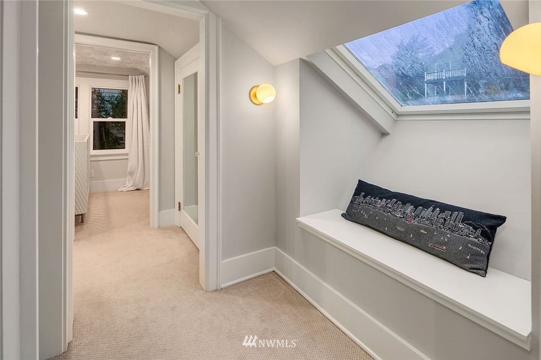 Sold Property | 2546 Warren Avenue N Seattle, WA 98109 13