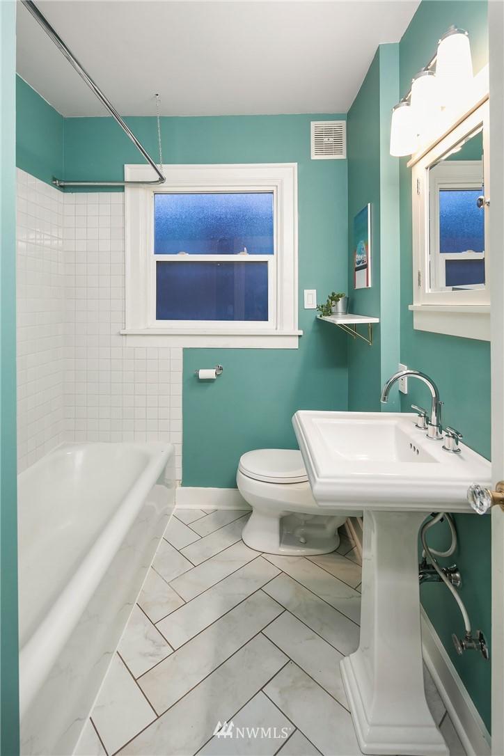 Sold Property | 2546 Warren Avenue N Seattle, WA 98109 12