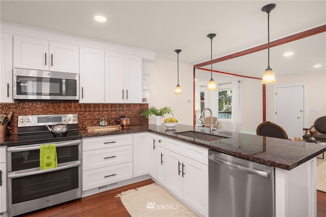 Sold Property | 135 NE 64th Street Seattle, WA 98115 10
