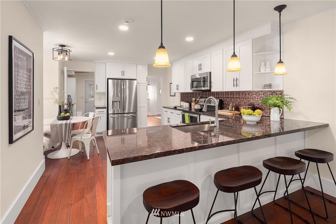 Sold Property | 135 NE 64th Street Seattle, WA 98115 8
