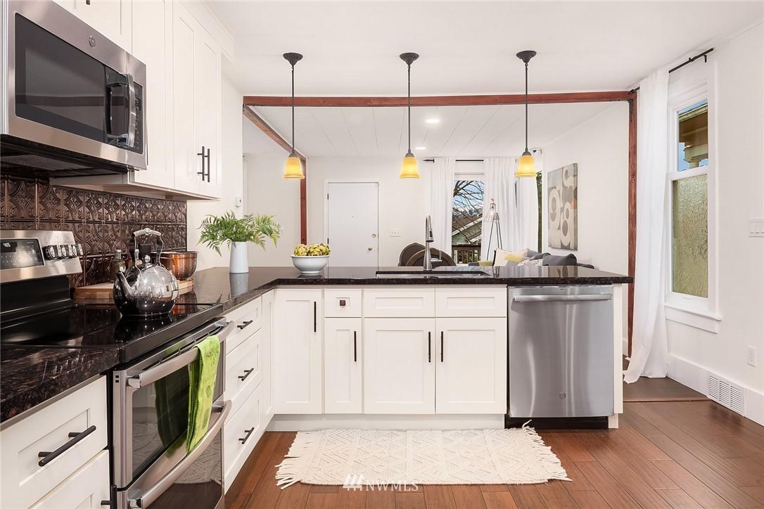 Sold Property | 135 NE 64th Street Seattle, WA 98115 9