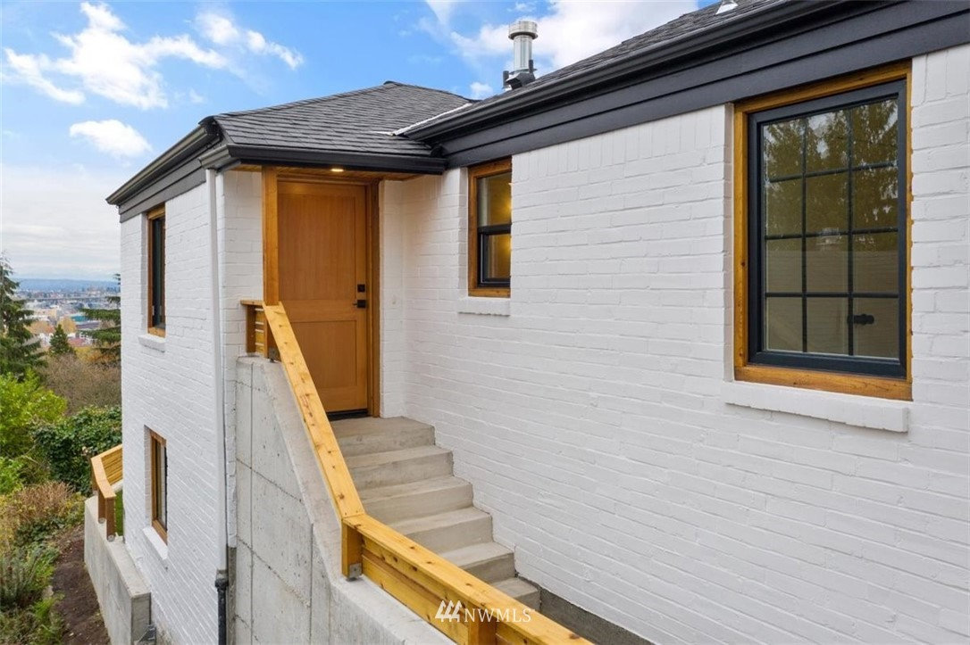Sold Property | 3404 10th Avenue W Seattle, WA 98119 7