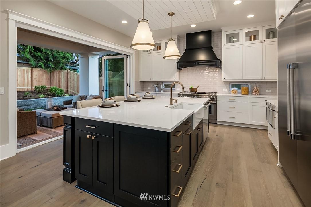 Sold Property | 7038 54th Avenue NE Seattle, WA 98115 12