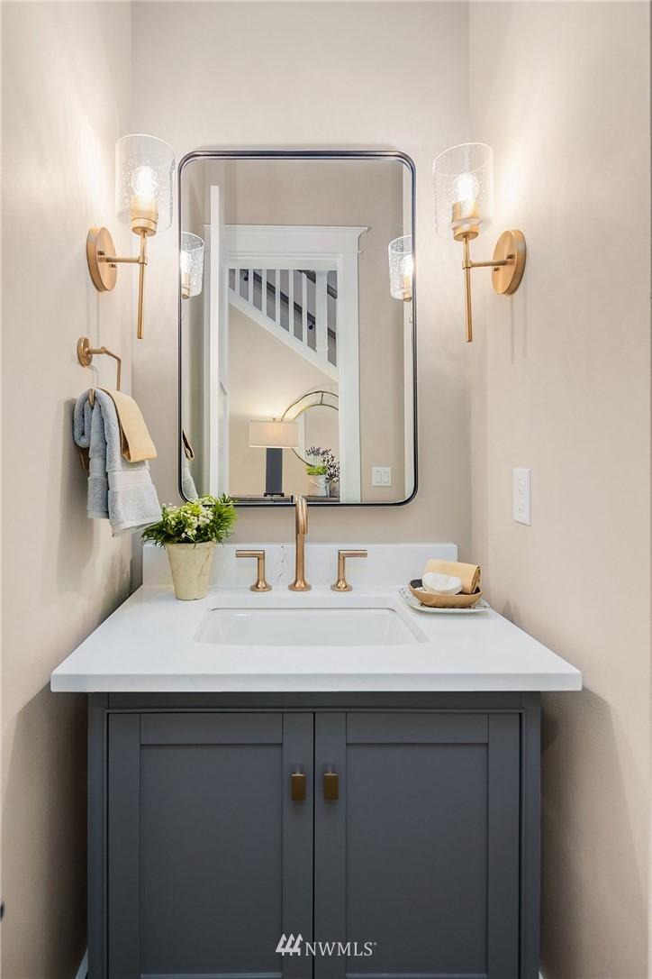 Sold Property | 7038 54th Avenue NE Seattle, WA 98115 21