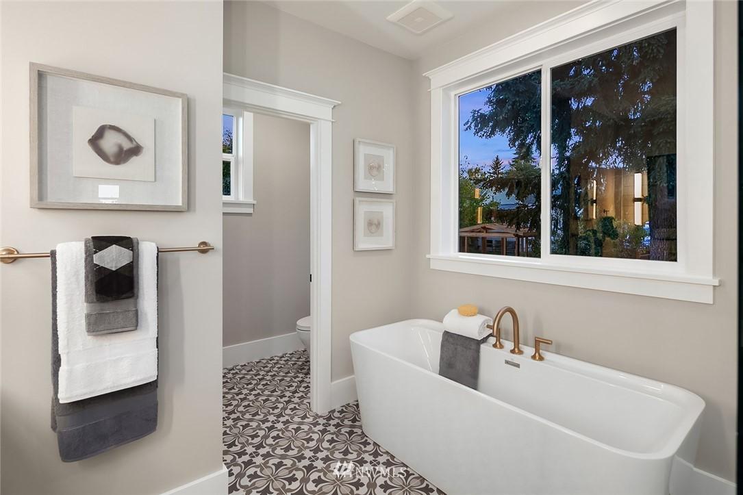 Sold Property | 7038 54th Avenue NE Seattle, WA 98115 24