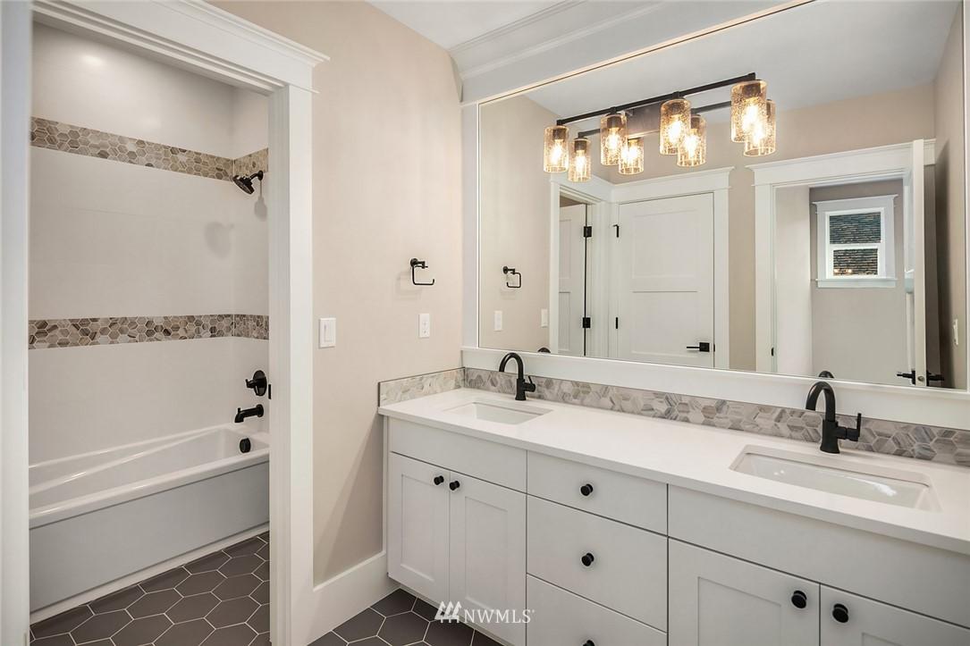 Sold Property | 7038 54th Avenue NE Seattle, WA 98115 27