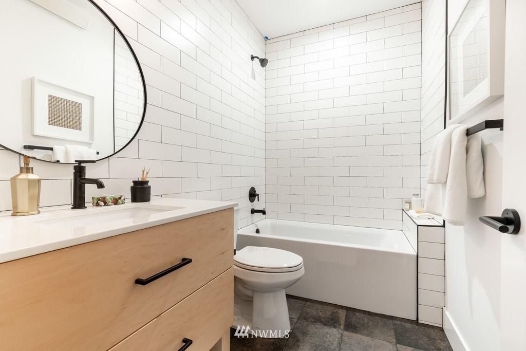 Sold Property | 7024 Greenwood Avenue N Seattle, WA 98117 4
