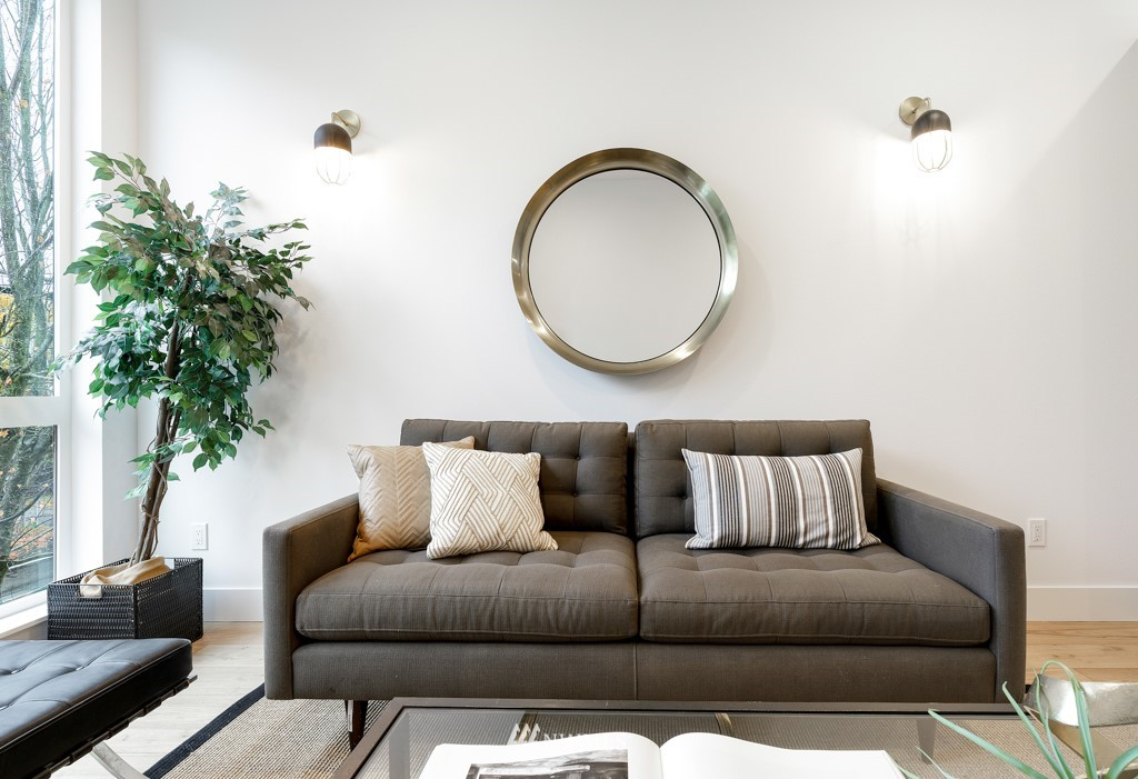 Sold Property | 7024 Greenwood Avenue N Seattle, WA 98117 5